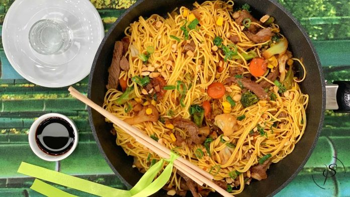 noodles with beef and soy sauce