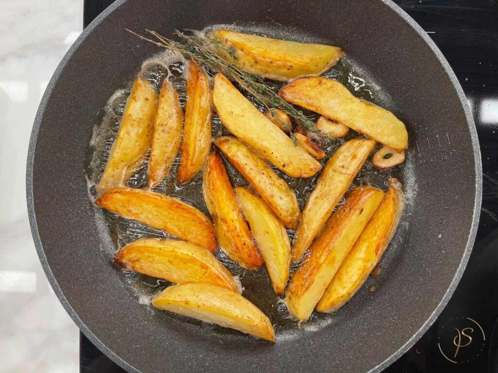 παϊδάκια κοτόπουλο με πατάτες σωτέ