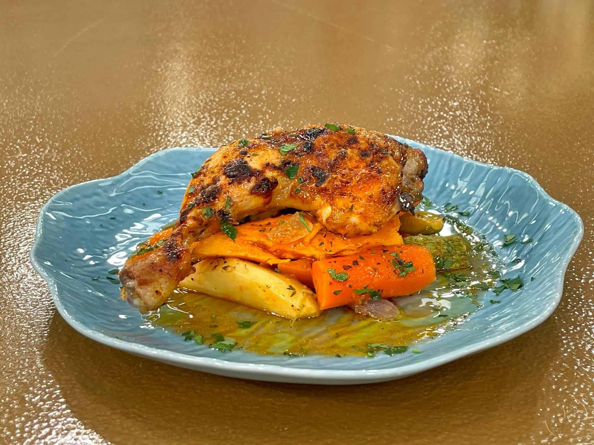 κοτόπουλο στη γάστρα με λαχανικά