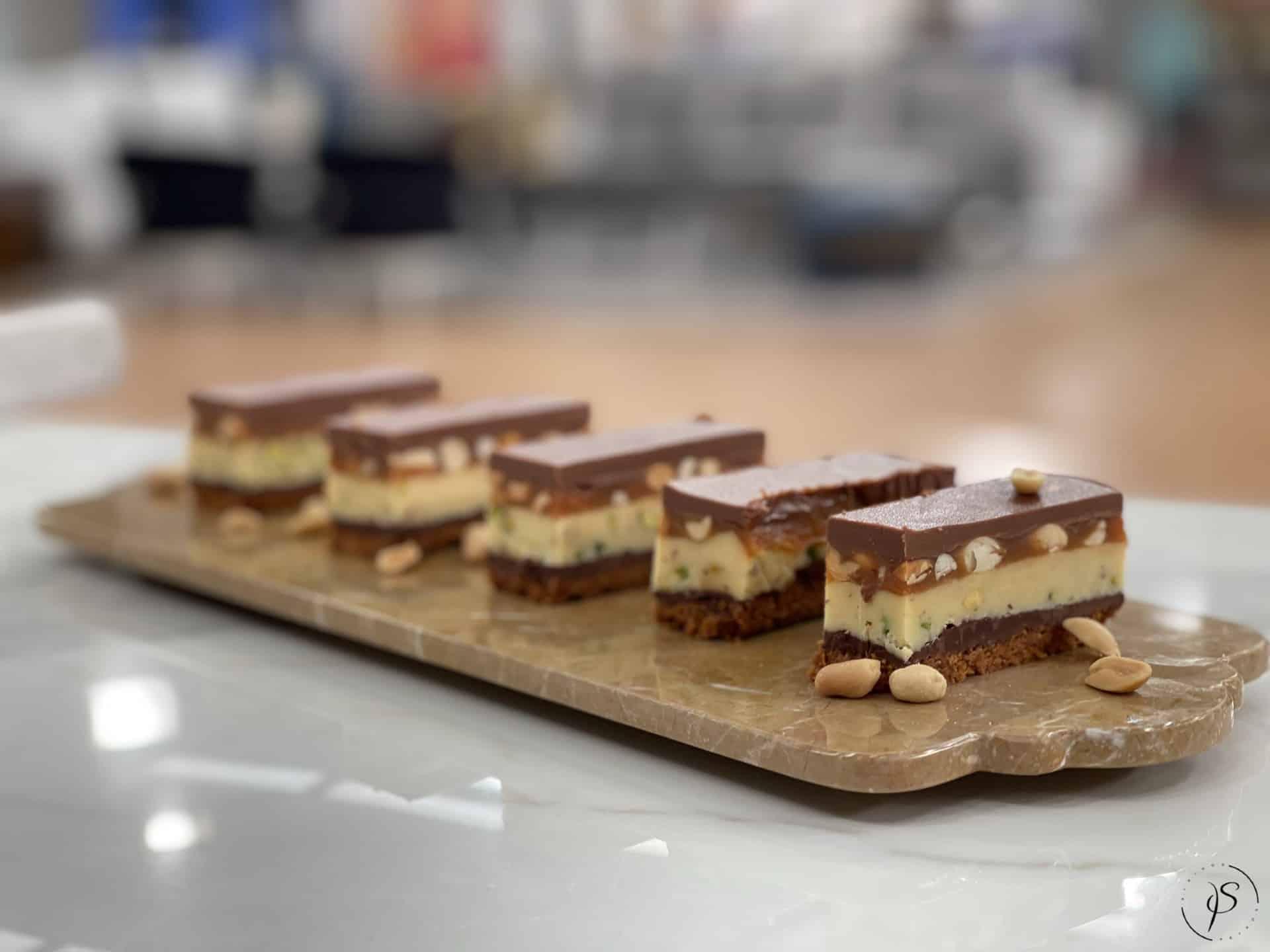 Γλυκό ψυγείου με 3 σοκολάτες και αλατισμένη καραμέλα μέσα σε 30 λεπτά!